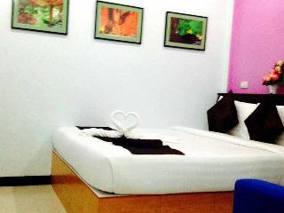 Romantic 1 bedroom Huai Yot House with Internet Access - Huai Yot vacation rentals
