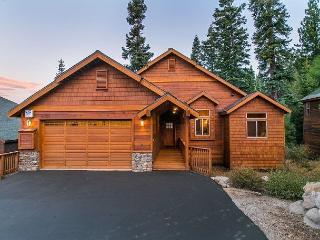 Walk to Skiing from this Gorgeous 4 Bedroom in Tahoe Donner - Truckee vacation rentals