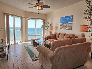 Newly-renovated Emerald Isle 2br w/FREE beach chairs/umbrella set-up! - Pensacola Beach vacation rentals