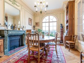 Charming Condo with Internet Access and Washing Machine - 7th Arrondissement Palais-Bourbon vacation rentals
