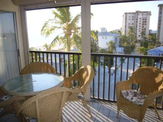 Beach Condo Available Weekly - Fort Myers Beach vacation rentals