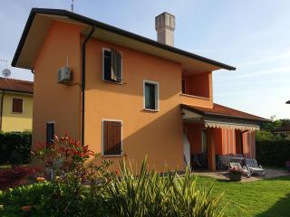 Nice Villa with Dishwasher and Long Term Rentals Allowed (over 1 Month) - Isola Albarella vacation rentals
