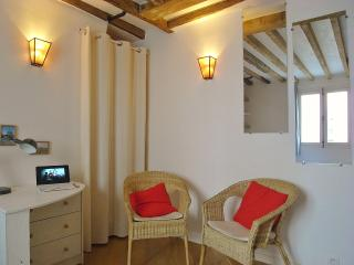 Lovely studio Ile Saint Louis - Paris vacation rentals
