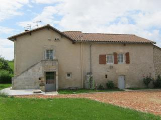 Nice House with Dishwasher and Central Heating - Allemans vacation rentals