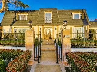 Manoir de Rose, La Jolla Luxury Home with Pool, Hot Tub, Rooftop Deck, View of La Jolla - La Jolla Shores vacation rentals