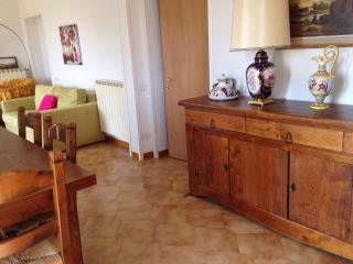 Appartamento luminoso posizione strategica - San Gemini vacation rentals