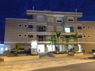 apartamento novo perto praia e centrinho - Ingleses vacation rentals