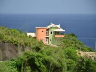 3 bedroom Villa with Internet Access in Anse La Raye - Anse La Raye vacation rentals