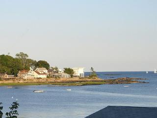 CT SHORELINE COTTAGE W/PANORAMIC VIEWS - Guilford vacation rentals
