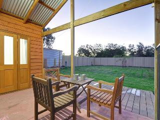 Upper Swan Cottage - Perfect Romantic Escape - West Swan vacation rentals
