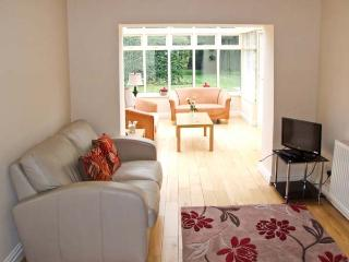 TRAVELLER'S JOY, former wool merchant's cottage, sun room, garden, in Kinver, Ref 936751 - Kinver vacation rentals
