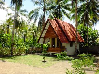 Sadati Home Stay, Bungalow with Airconditioning - Batukaras vacation rentals