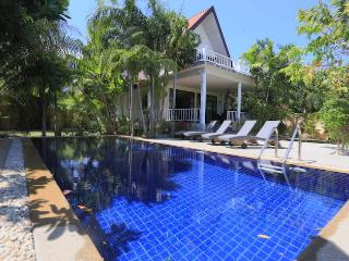 Spacious 3 bedroom Private, Large pool Villa - Rawai vacation rentals