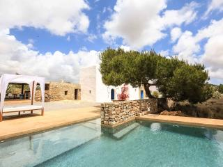 Charming Puig d'en Valls vacation Villa with A/C - Puig d'en Valls vacation rentals