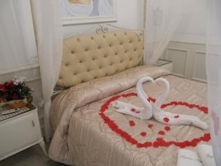 Bright 1 bedroom Condo in Oria with Internet Access - Oria vacation rentals