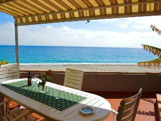 Apartment Ciclamino - house on the beach near Taormina - Moio Alcantara vacation rentals