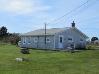 Bright 2 bedroom House in Cape Sable Island with Deck - Cape Sable Island vacation rentals