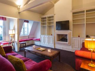 Stylish 2 bed Flat in Knightsbridge - London vacation rentals