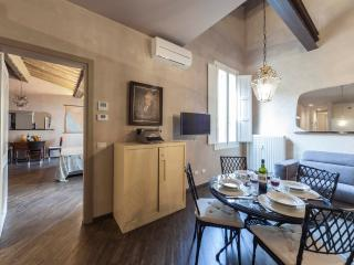 Cavour37 Luxury 2 bedrooms 1st floor ( sleeps 4) - Florence vacation rentals