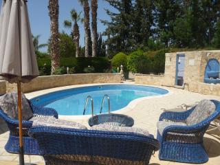 Villa Paradise, Coral Bay, Paphos. FREE WiFi - Paphos vacation rentals