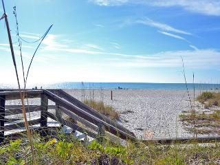Beach Cottage Vacation Rental on Anna Maria Island walking distance to beach - Holmes Beach vacation rentals
