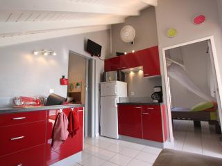 Appartement F2 neuf vue mer 180° - Saint-François vacation rentals