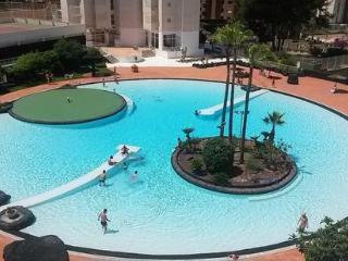 Fabulous 2 Bed 2 Bath Apartment FREE WIFI & UK TV - Benidorm vacation rentals