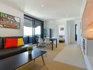 Spacious 2BR/2BTH APT (City Edge) - Netflix+WIFI - Melbourne vacation rentals