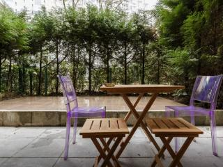 Super studio with huge terrace, serviced by Hostmaker - Vanves vacation rentals