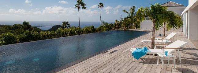 Ultra Luxurious 4 Bedroom Villa w/ 3 Heated Pools, Incredible Views, Sleeps 8 - Image 1 - Gouverneur - rentals
