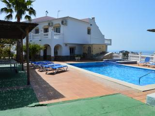 6 BEDROOMS VILLA WITH PRIVATE POOL, A/C AND WIFI - Nerja vacation rentals