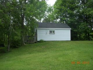 Comfortable Cabin with Parking Space and Television - Parry Sound vacation rentals
