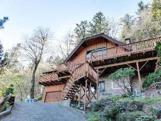 Mt. Tabor retreat w/ hot tub & gorgeous views of Mt. Hood! - Portland vacation rentals