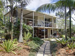 Bright House in Byron Bay with A/C, sleeps 10 - Byron Bay vacation rentals