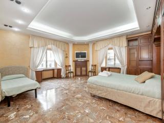 MIDTOWN ROME DELUXE HOME - Rome vacation rentals