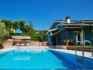 Nice Villa with Internet Access and A/C - Monteprandone vacation rentals