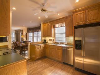 Reynolds Plantation Cottage Getaway - 1Hr to UGA - Greensboro vacation rentals