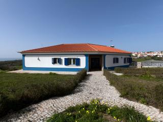 Perfect 4 bedroom Ericeira Bungalow with Internet Access - Ericeira vacation rentals