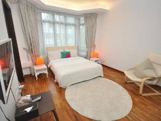 Bright & Spacious Master Room & private bathroom - Singapore vacation rentals