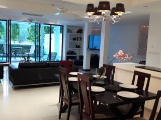 4 bed golf villa, private pool 10 min Patong beach - Kathu vacation rentals
