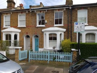 SHORT LETS on Wandsworth Common - London vacation rentals
