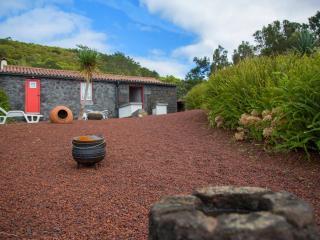 Aldeia dos Caldeirões - Casa Vulcano - Madalena vacation rentals