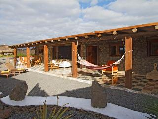 Comfortable Condo with Internet Access and Mountain Views - Arrieta vacation rentals