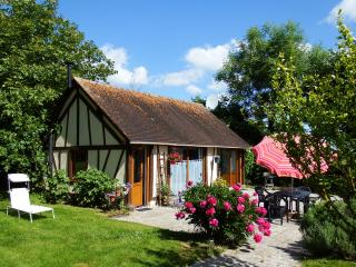 Romantic 1 bedroom Gite in Bourgtheroulde-Infreville - Bourgtheroulde-Infreville vacation rentals