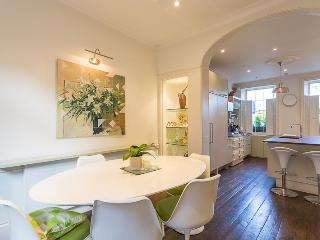 Park Road, pro-managed - London vacation rentals