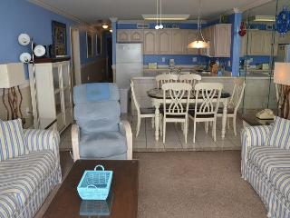 LARGE AND LOVELY 3 BEDROOM SUITE WAITING FOR YOUR ARRIVAL IN GARDEN CITY SC! - Garden City Beach vacation rentals
