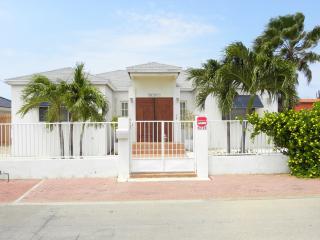 """Villa """"BLANCO"""": pool - clean - cozy - NORTH area - Malmok Beach vacation rentals"""