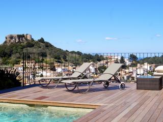 Large Modern Villa with pool, Castle & Sea views - Regencos vacation rentals