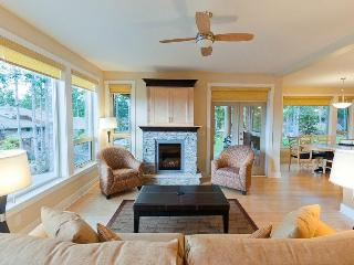 Sunshine Coast Painted Boat Luxury 2 Bedroom Condo (King & Queen) - Madeira Park vacation rentals