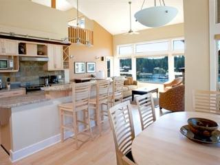 Sunshine Coast Painted Boat Luxury Upper Lofted 2 Bedroom Condo - Madeira Park vacation rentals